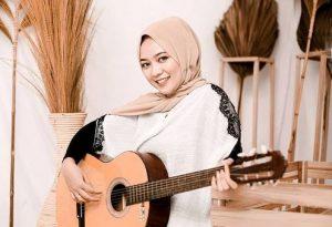 Kunci Gitar dan Lirik Lagu Minang : Panek di Awak Kayo di Urang - Frans feat Fauzana